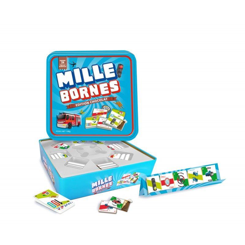 Le jeu original Mille Bornes dans sa boîte luxe avec pièces de jeu en chocolat au lait belge, plateaux de rangement et cartes de jeu